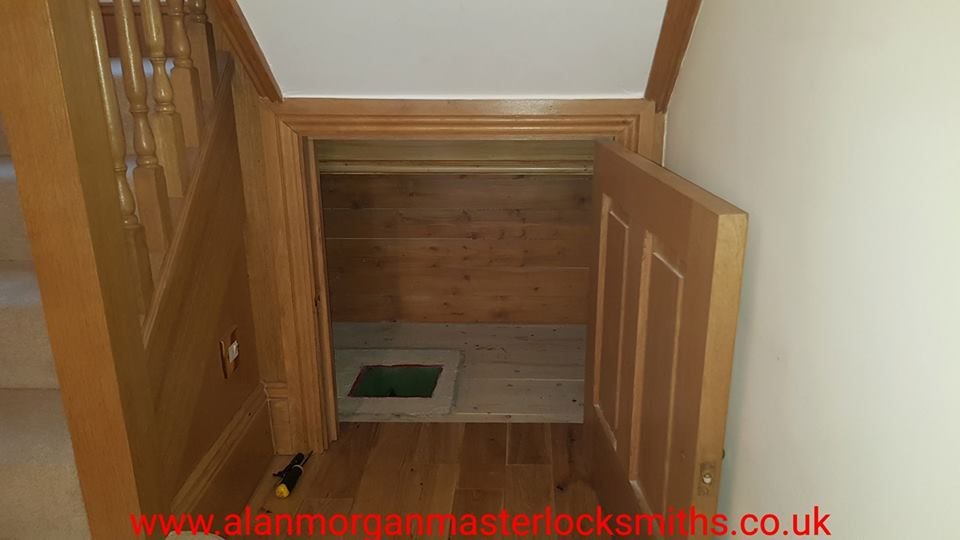Securikey Under Floor Safe picked open by Alan Morgan Master Locksmiths