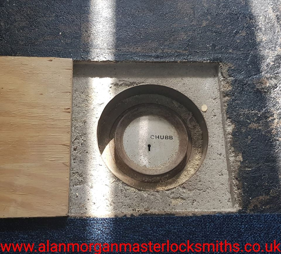 Chubb cast under floor safe - Alan Morgan Master Locksmiths